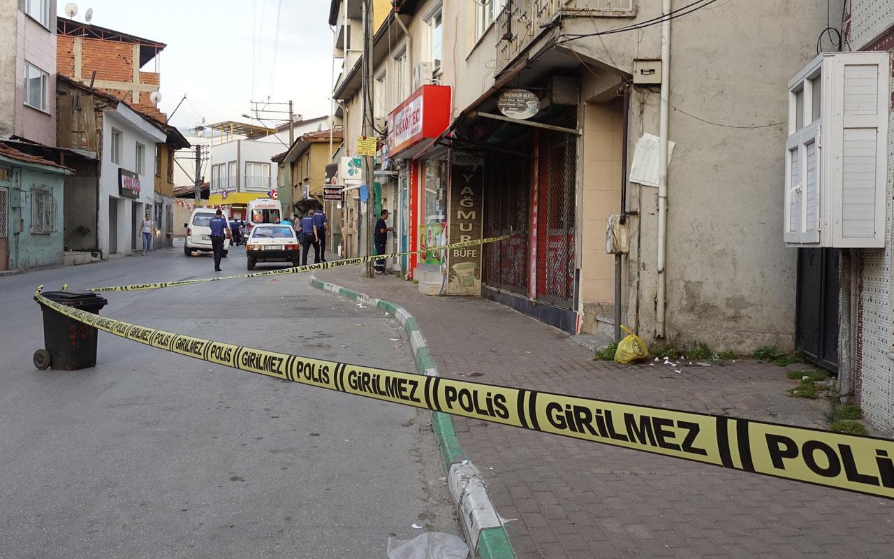 Bursa'da silahlı kavgada yoldan geçen kişi vurularak öldü