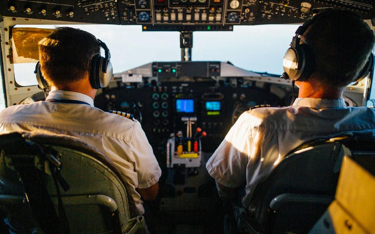 Uçuşları iptal edilen pilot paket servisi kuryeliğine başladı! Neden boş durayım?