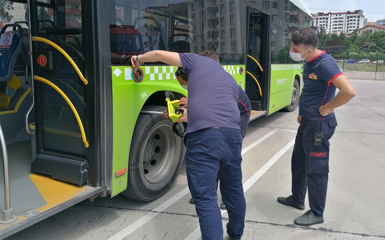 Halk otobüsüne 2 metrelik zehirli yılan girdi korku dolu anlar