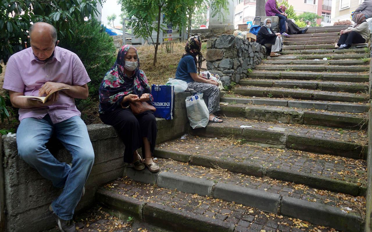 Bakırköy'de Zuhuratbaba Türbesi'nde aileler LGS duası etti