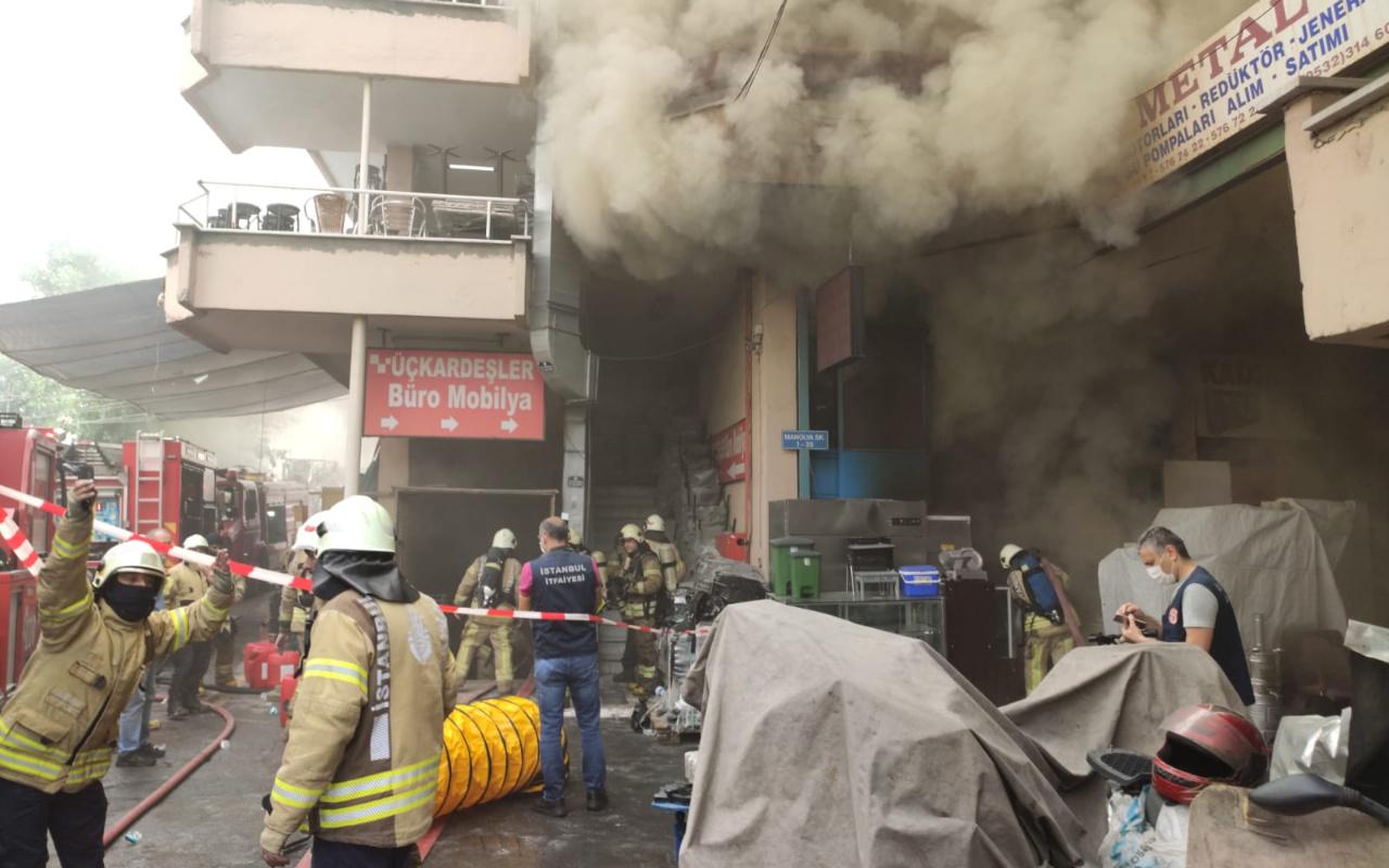 Zeytinburnu'nda işyerinde korkutan yangın