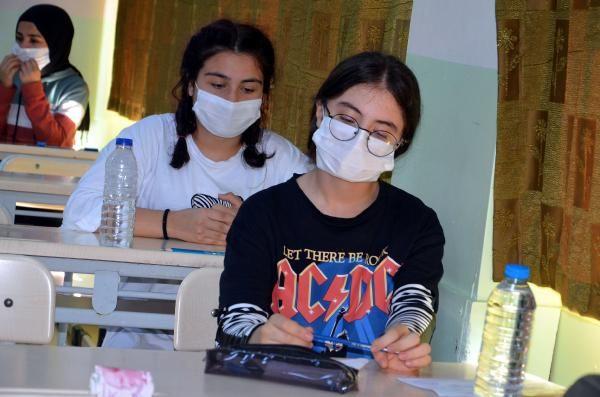 Koronavirüs gölgesinde LGS sınavı sona erdi! İşte dikkat çeken maske detayı