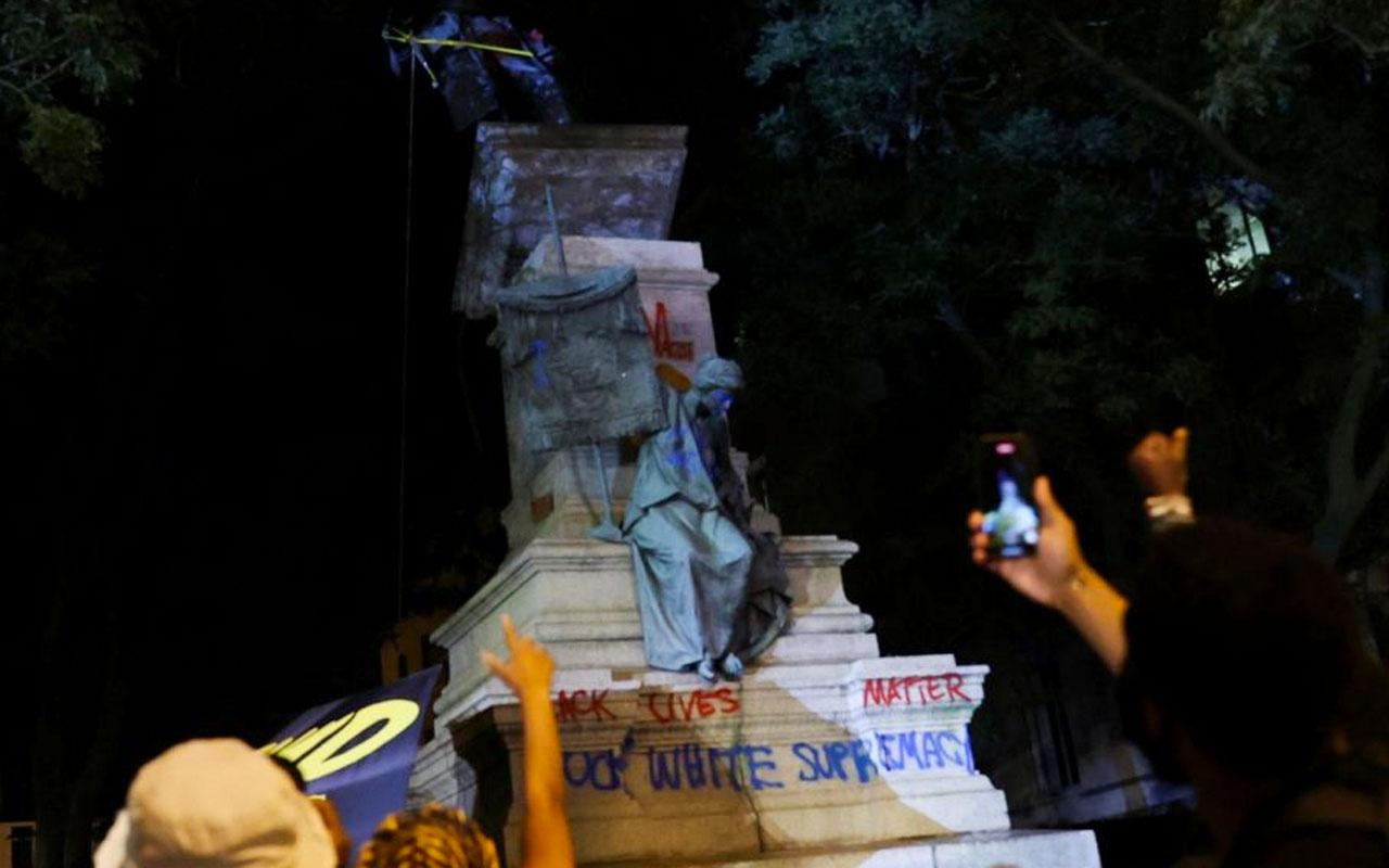 Kölelikyanlısı generalin heykelini ateşe verildi Donald Trump çıldırdı gözaltına alın