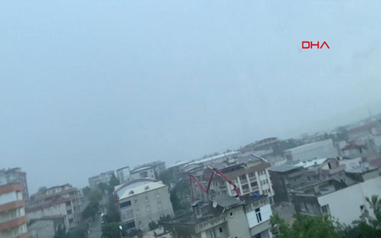 Bursa'da 3 katlı binanın üstüne yıldırım düştü! O anlar kameraya yakalandı