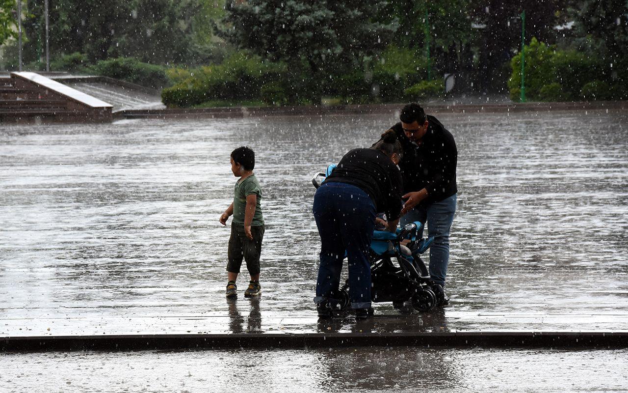 Sağanak yağış önümüzdeki hafta da devam edecek! 12 il için uyarı verildi