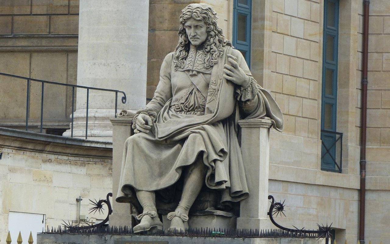 Fransa'da köleliği yasalaştıran siyasetçinin heykeline saldırı
