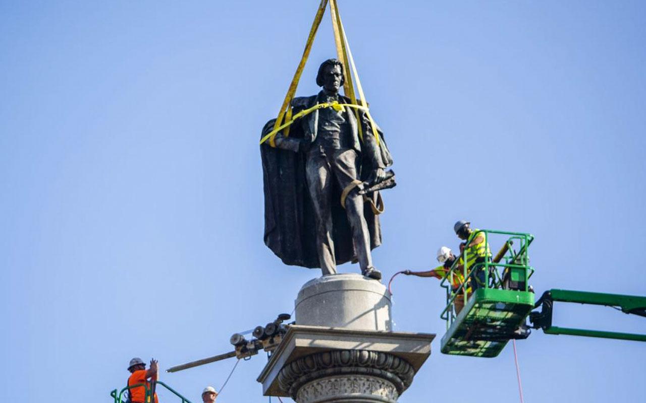 ABD'de John Calhoun'un Charleston'daki heykeli kaldırılıyor