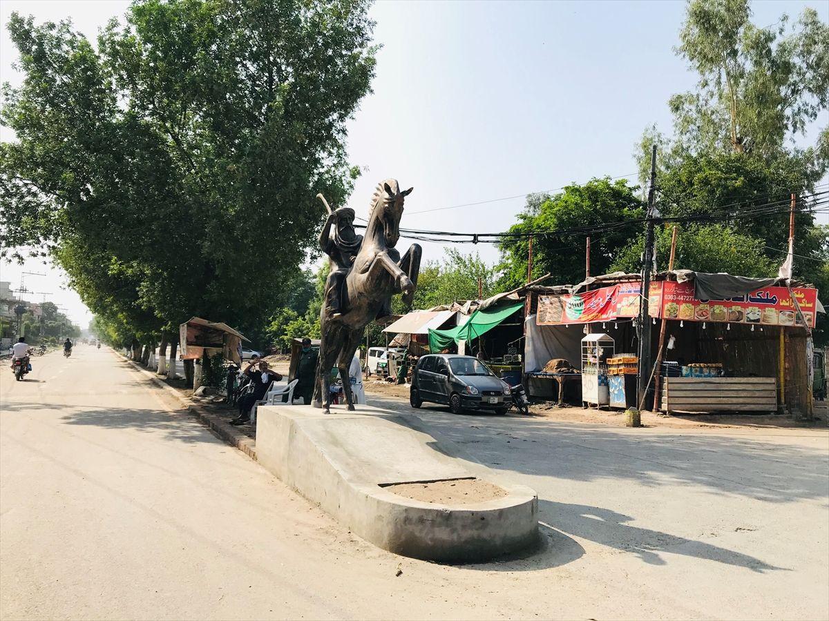 Pakistan'da Ertuğrul Gazi heykeli dikildi Diriliş Ertuğrul'un ilk bölümü 60 milyon kere izlendi