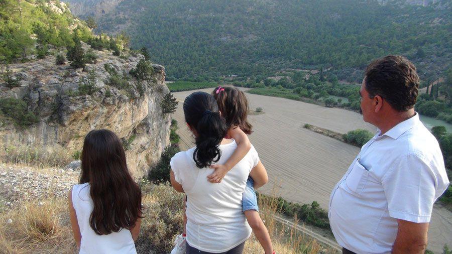 Mersin'de bu kaya parçasını görenler hayretler içerisinde kalıyor