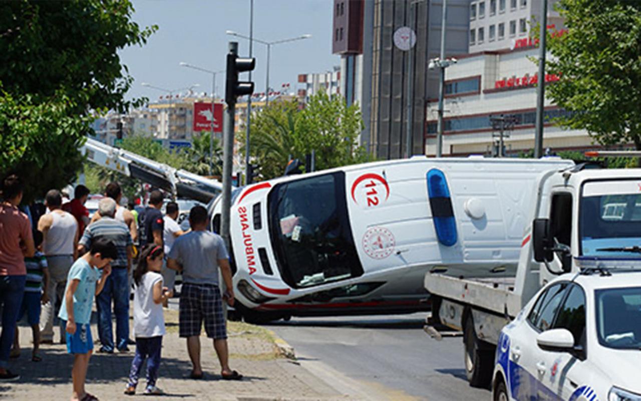 Aydın'da otomobil ambulansa çarptı! Çok sayıda yaralı var