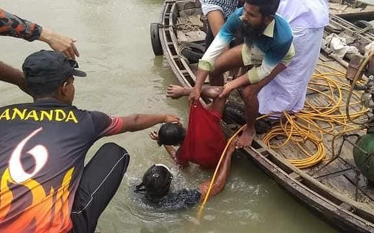 Bangladeş'te feribot faciası! İkisi kafa kafaya çarpıştı onlarca ölü ve kayıp var