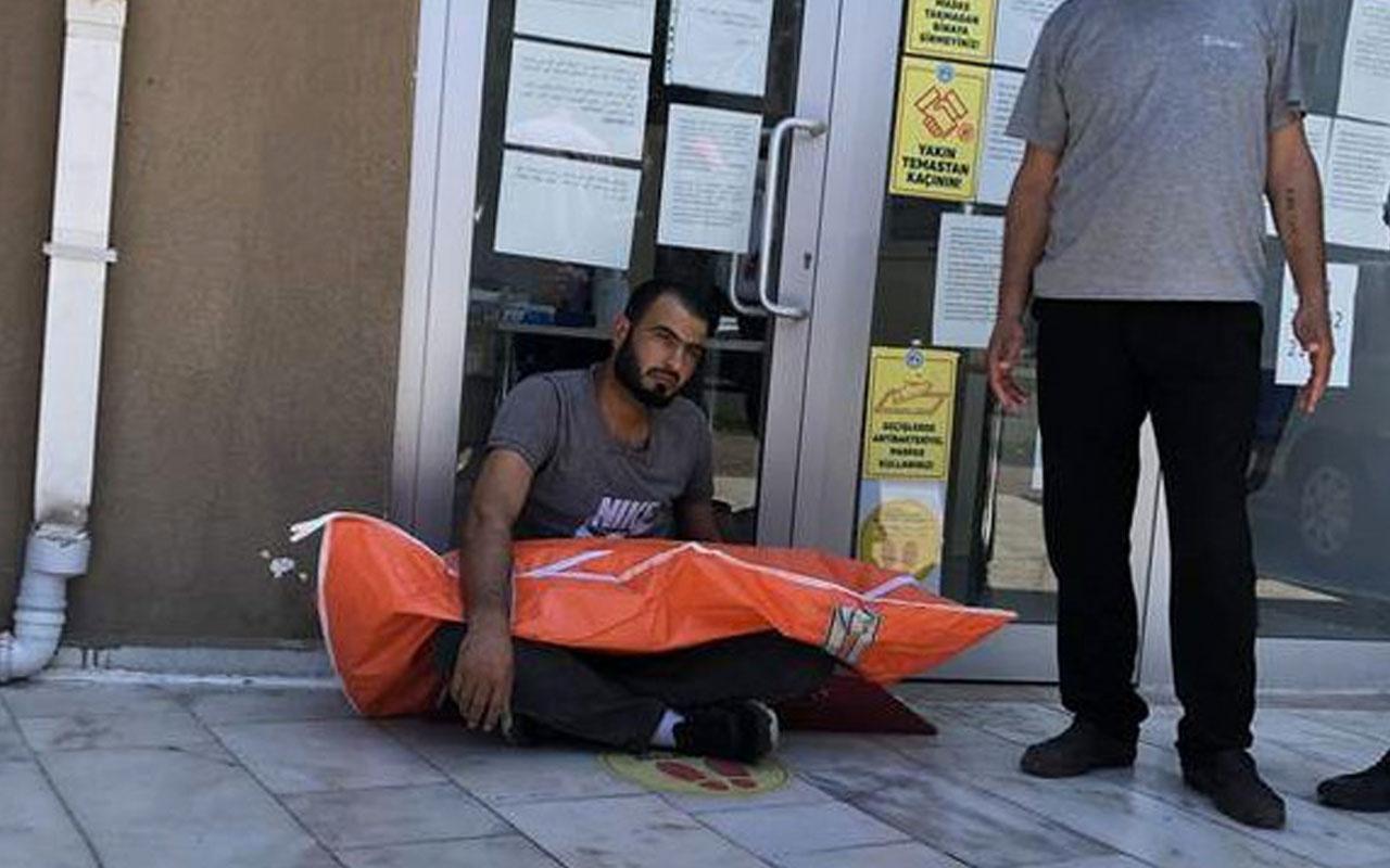 Bursa'da küçük çocuğunun cesediyle oturduğu kaldırımdan 2 saat kalkamadı