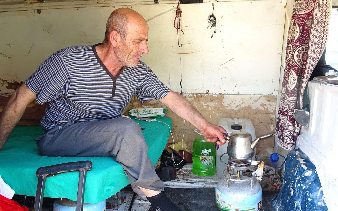 Bursa'da tek bacağıyla minibüs arkasında yaşıyor yürek burkan hayat hikayesi
