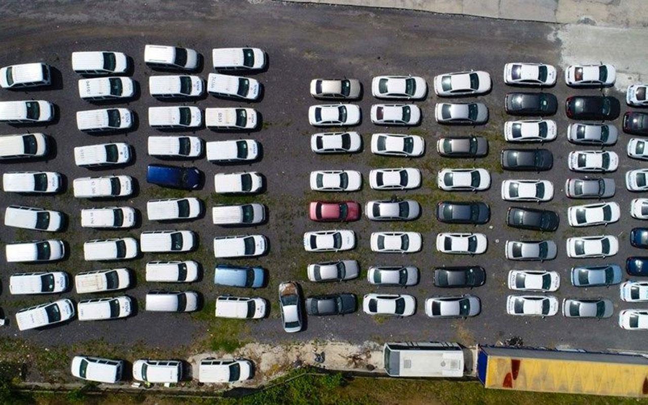 Yer İstanbul! Servet değerindeki otomobiller böyle çürümeye terk edildi