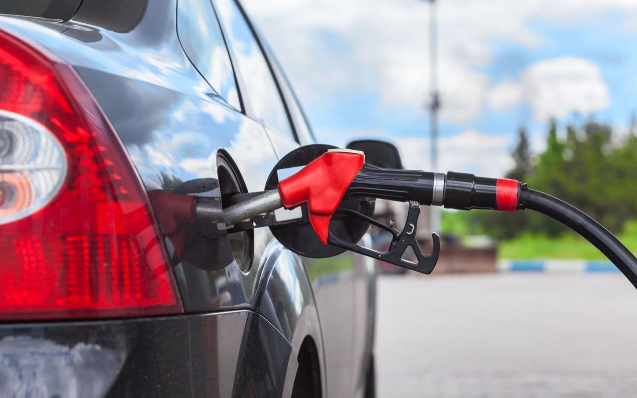 Aracı olanları sevindirecek gelişme! Benzine indirim yapıldı