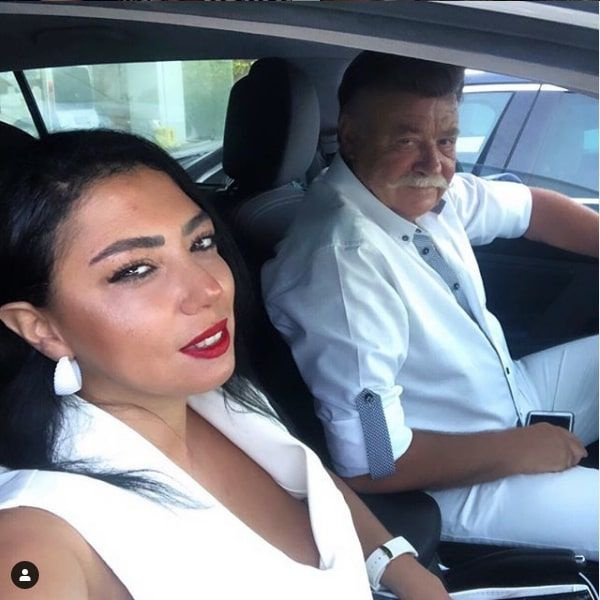Nuri Alço 33 yaş küçük sevgilisi Burcu Sezginoğlu'yla sessiz sedasız evlendi