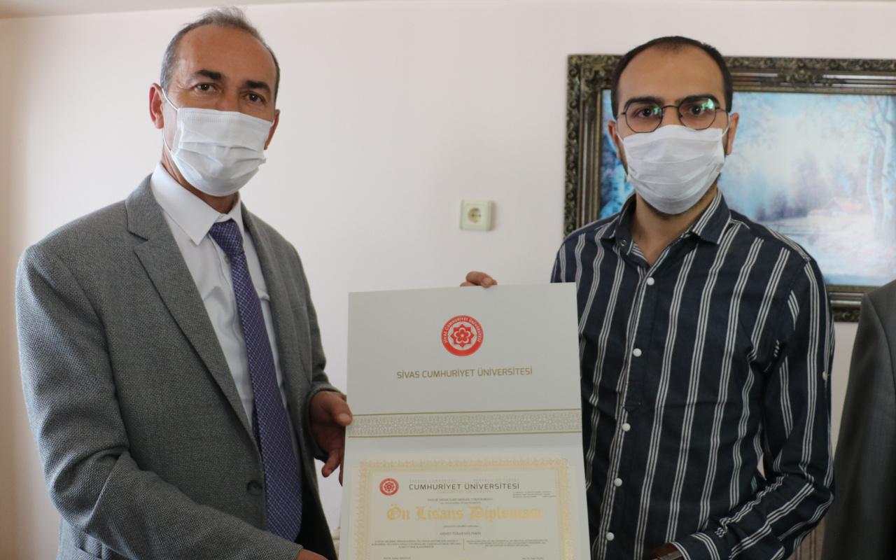 Sivas'ta hem kanseri yendi hem üniversite diplomasını aldı birde herkese seslendi