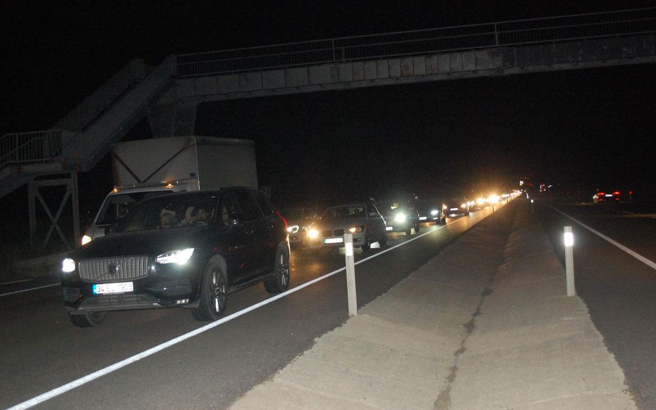Tatilcilerin İstanbul'a dönüşü çile haline geldi 15 km kuyruk oluştu