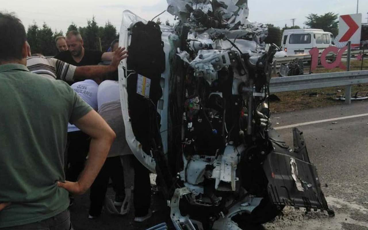 Samsun'da saniyelere karşı mücadele araç bariyere çarpıp hurdaya döndü