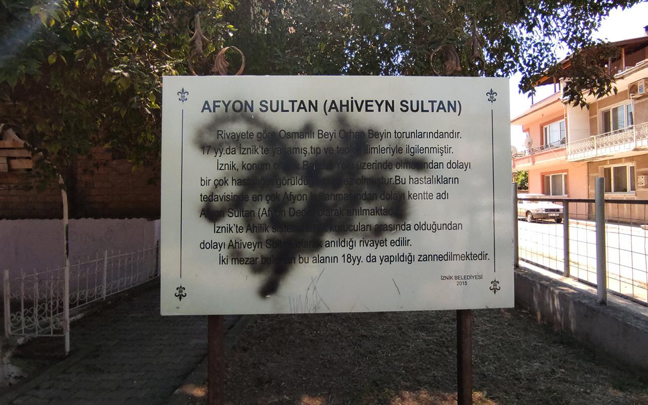 Bursa'daki 800 yıllık türbeye spreyli saldırı