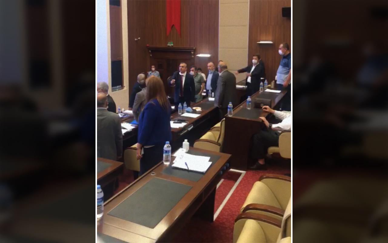 Ankara Büyükşehir Belediye Meclisi karıştı
