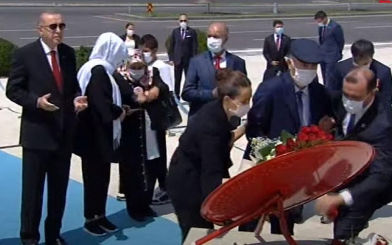 Cumhurbaşkanlığı Külliyesi'nde '15 Temmuz' anması! Erdoğan çelenk bıraktı