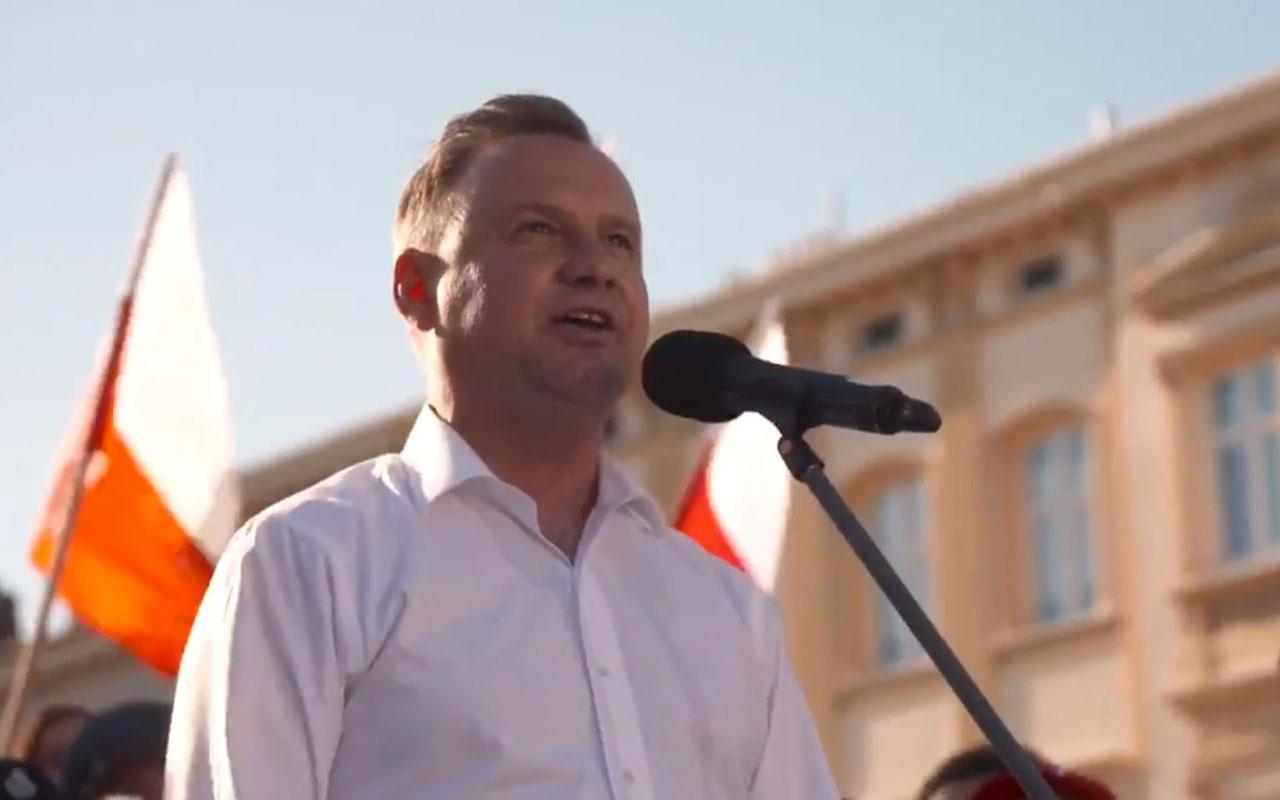 Rus telefon şakacıları bu kez de Polonya liderini işletti