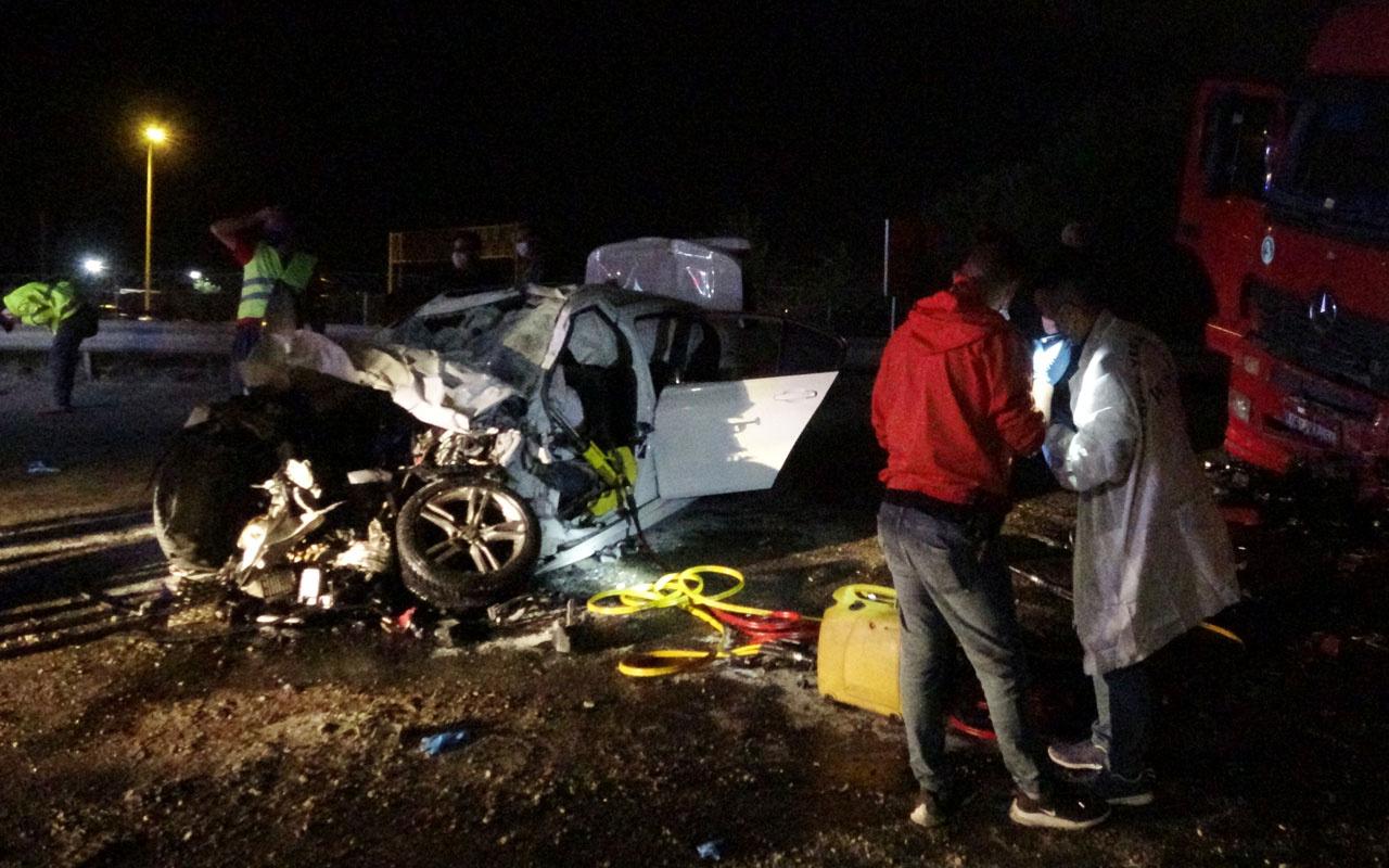 Otomobil TIR'n altına girdi: 2 ölü 1 yaralı