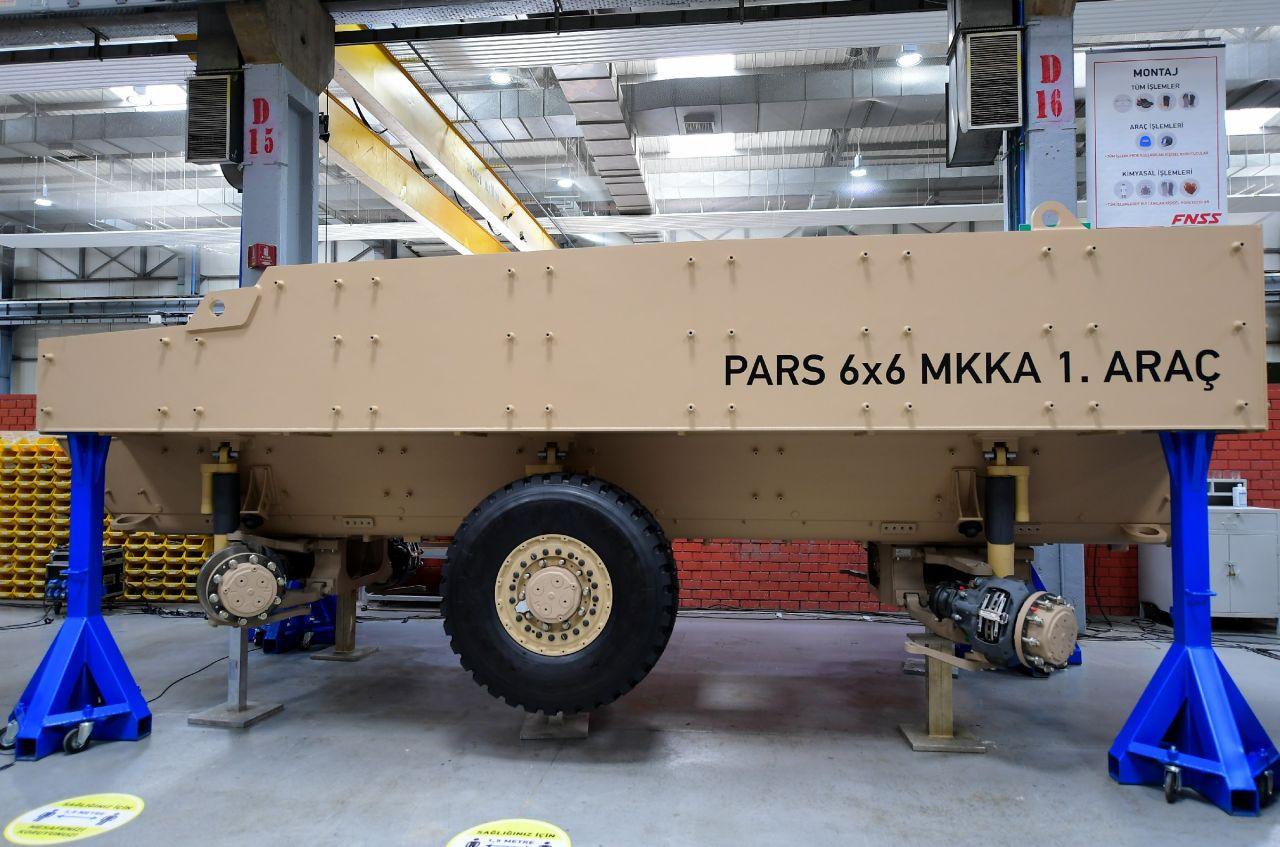 TSK envanterine katılacak Pars 6x6 mayına karşı korumalı aracın ilk montajı yapıldı