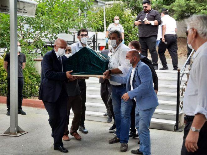 Huysuz Virjin Seyfi Dursunoğlu cenazesinde avukatı mirası açıkladı! Vasiyeti olmadı