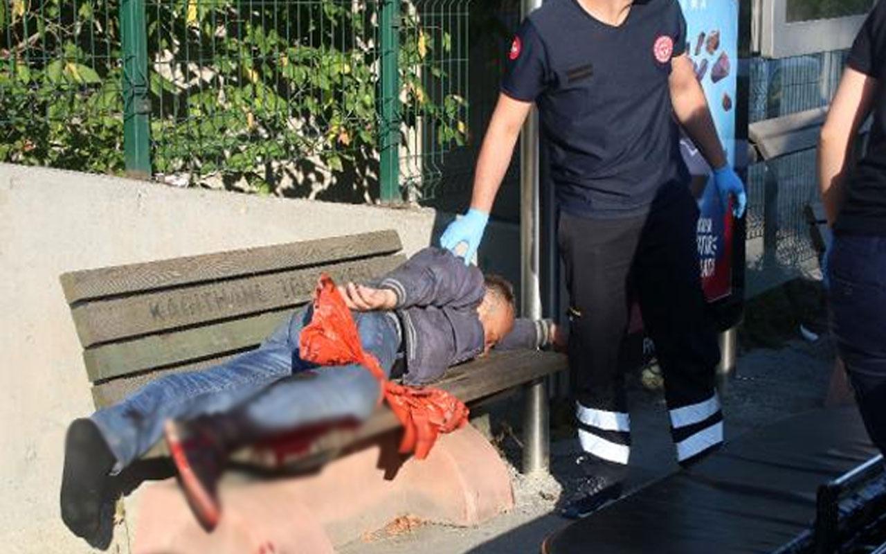 Yaralı halde 1 kilometre yürüdü otobüs durağında yığıldı
