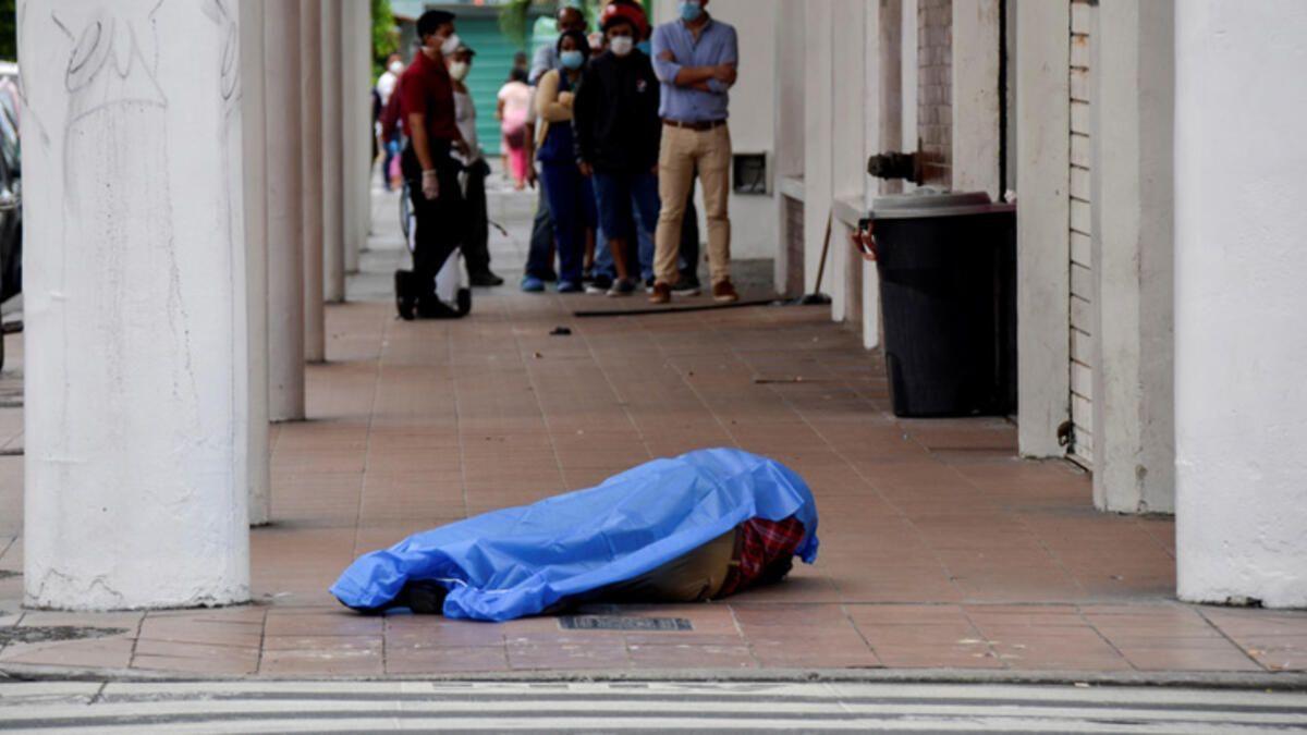 420 kişinin cesedi sokaktan toplandı Bolivya'da koronavirüs dehşeti