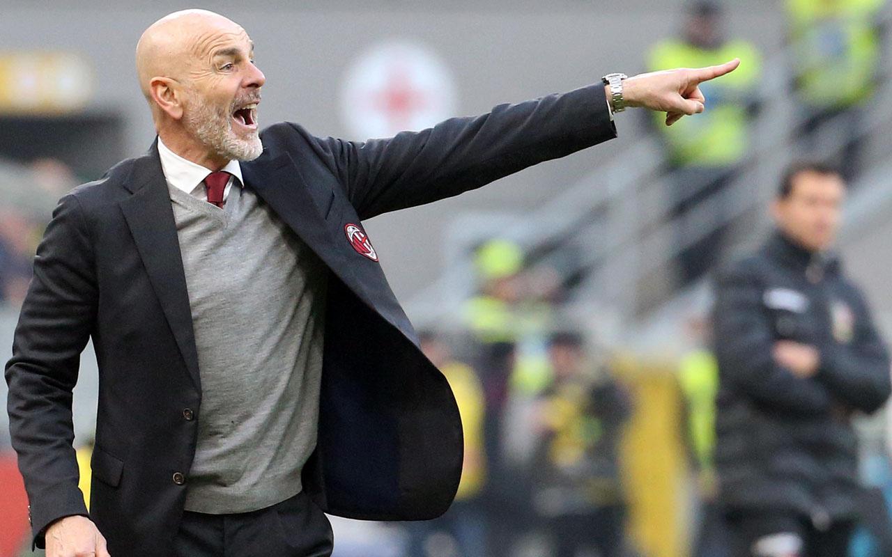 Milan teknik direktör Stefano Pioli ile 'Devam' dedi