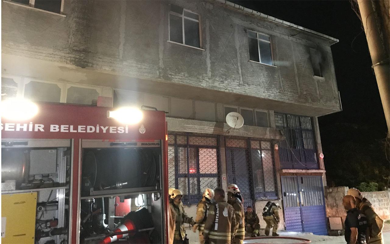 Ümraniye'de mobilya atölyesinin cila hanesinde korkutan yangın