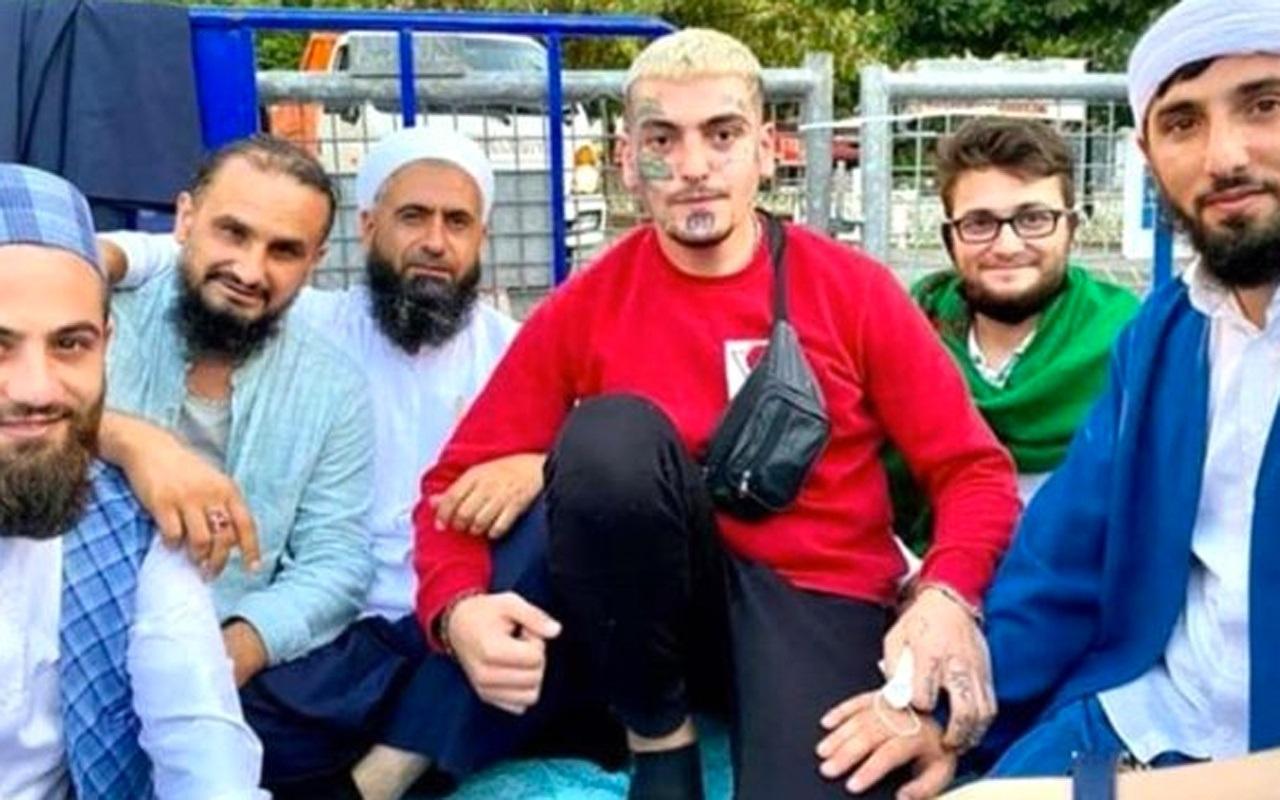 Tipi ve fikirleri çok konuşulan dövmeli genç de Ayasofya'da