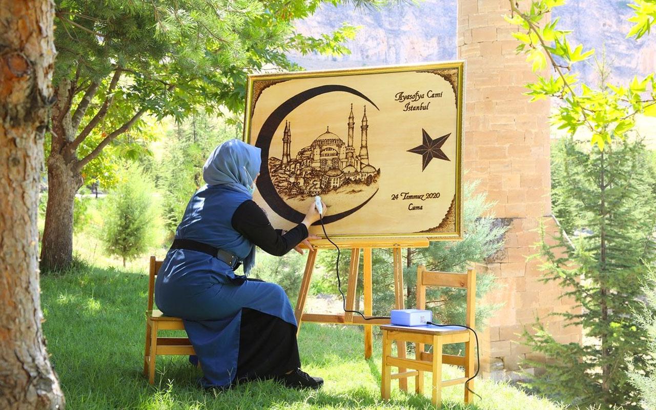 Malatya'da öğretmen Ayasofya caminin açılış sevincini tabloya işledi
