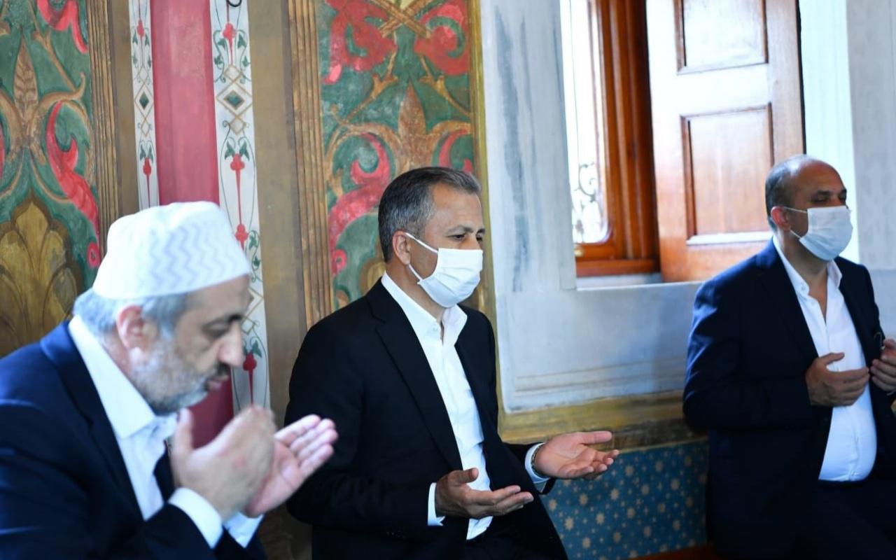 Vali Yerlikaya, Fatih Sultan Mehmet Han'ı kabri başında ziyaret etti