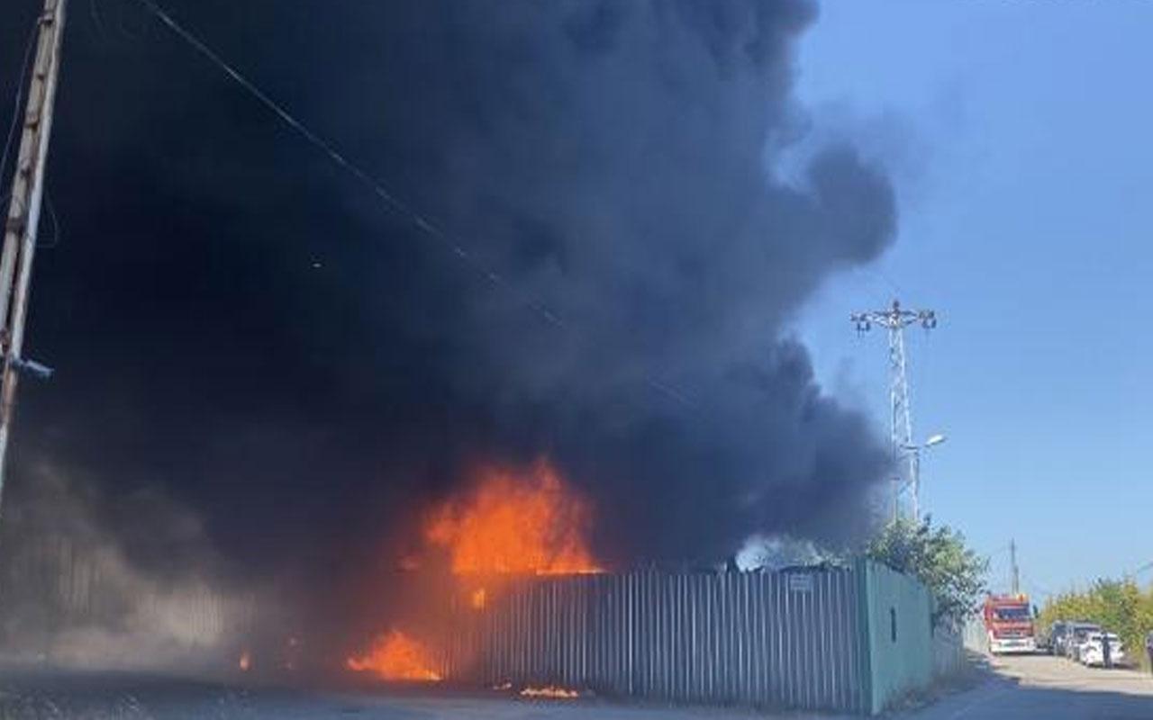 Maltepe'de araç parçalarının olduğu depoda yangın