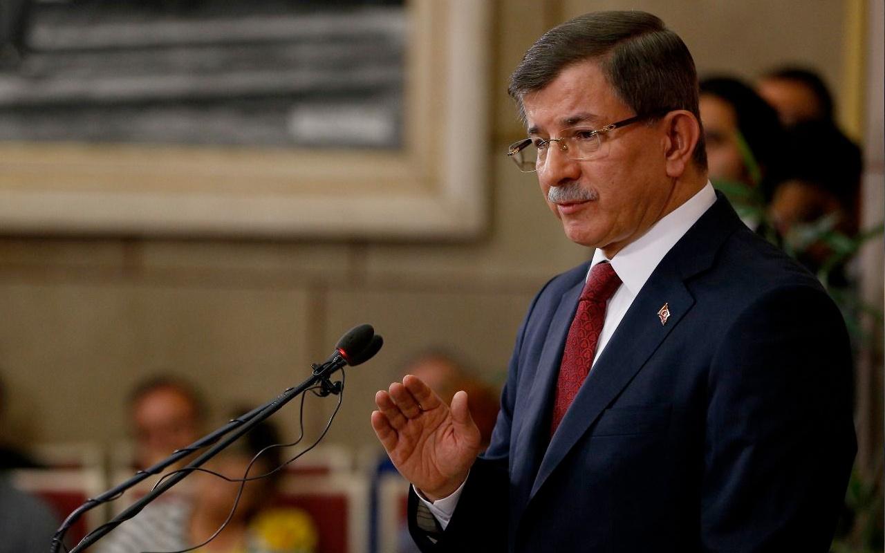 Ahmet Davutoğlu'dan anlamsız Ayasofya tepkisi! 350 bin kişi nasıl girecekti