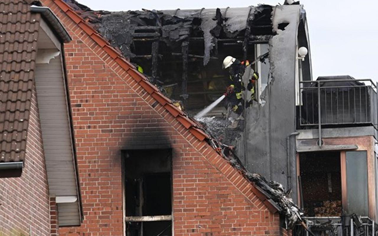 ABD'de dehşet veren uçak kazası! Apartmanın üstüne düştü: 3 ölü