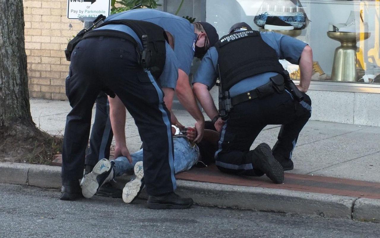 ABD çok sayıda polis 15 yaşındaki bisikletli gencin üzerine çullandı