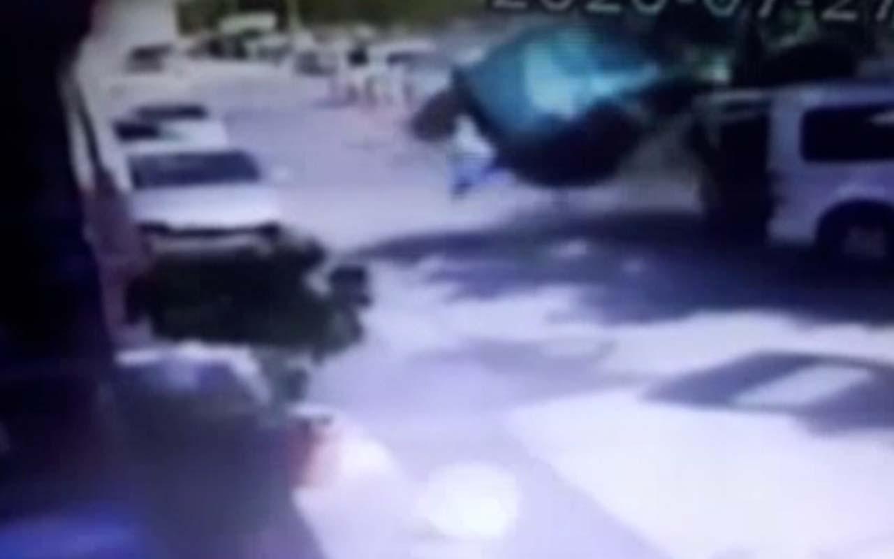 İzmir'de dehşet kaza kamerada! 8 aracı biçti 1 kişi ölümden saniyelerle kurtuldu