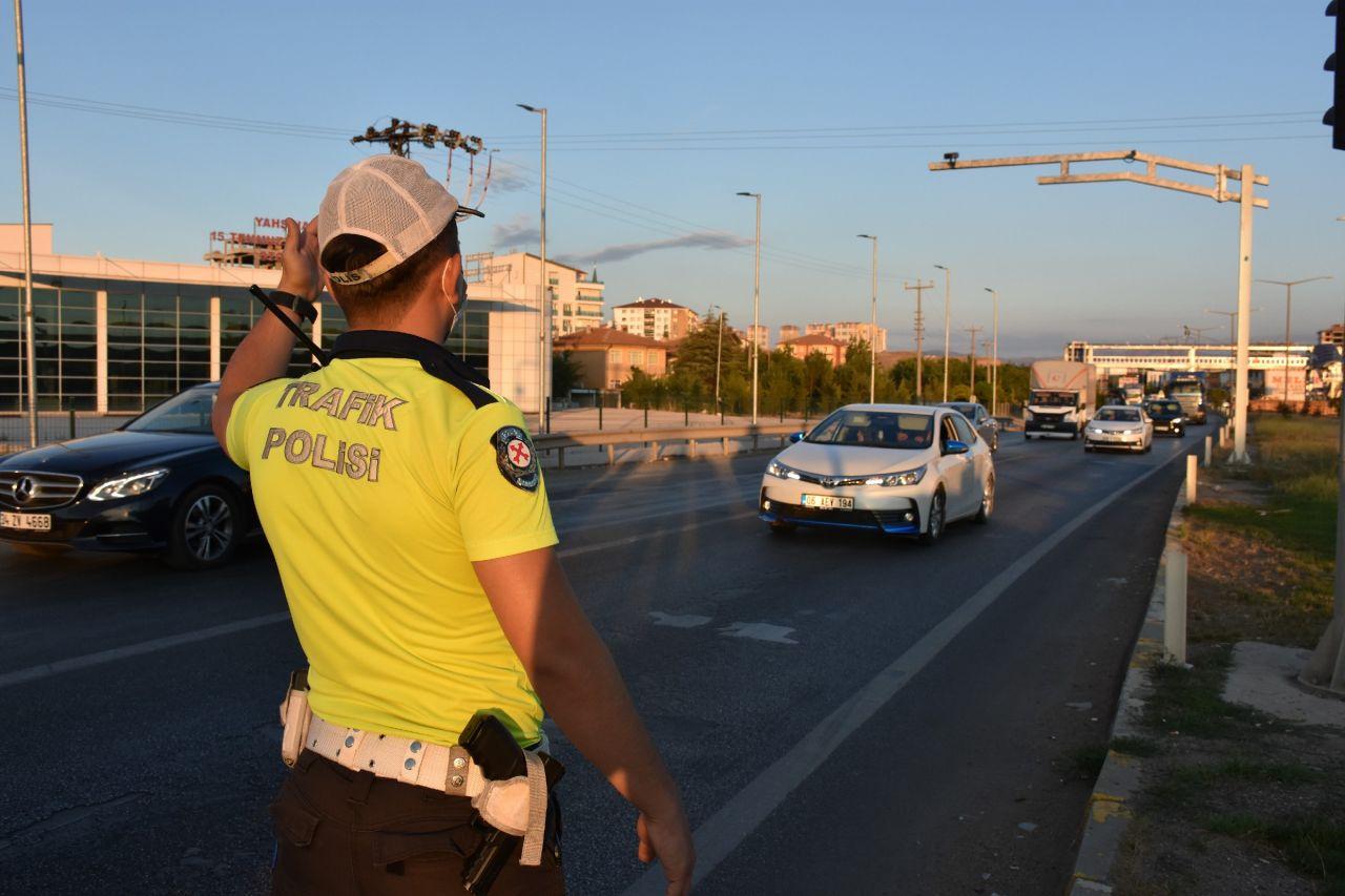 Kilit kavşak Kırıkkale'de uzun araç kuyruğu oluştu