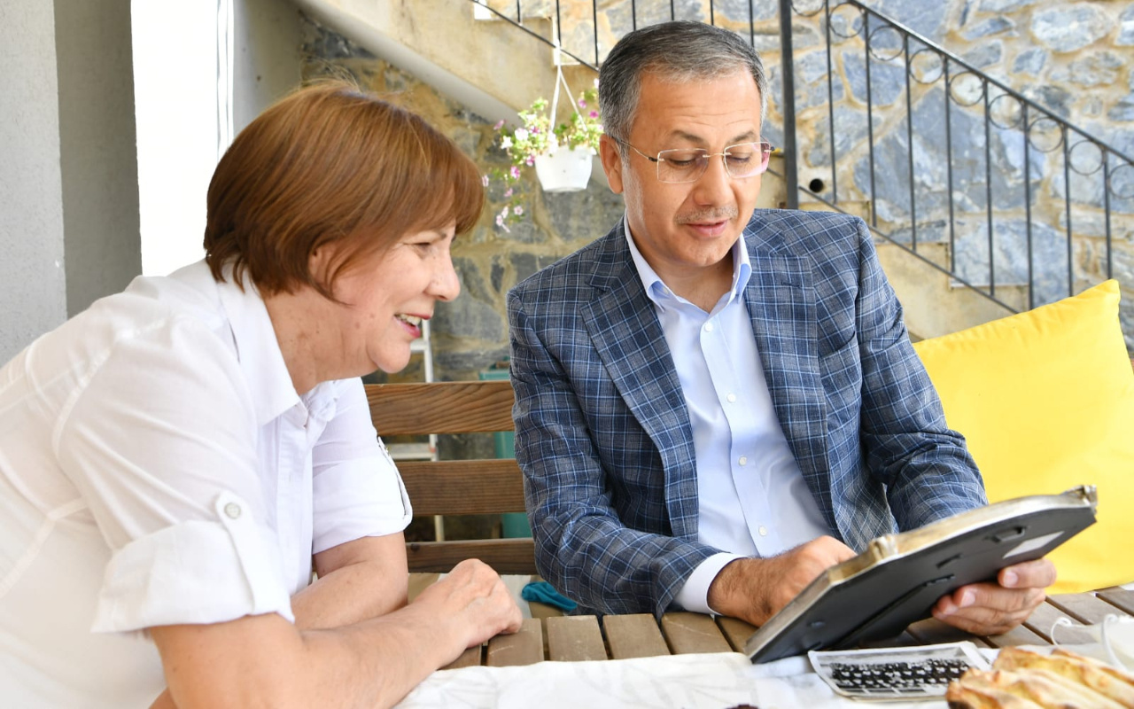 İstanbul Valisi Ali Yerlikaya ilkokul öğretmenini ziyaret etti