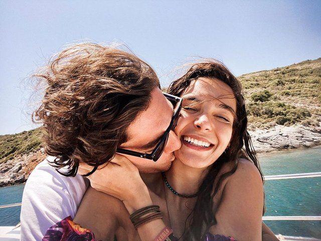 ATV Hercai yıldızı Ebru Şahin sevgilisi Cedi Osman'la aşk pozlarını paylaştı