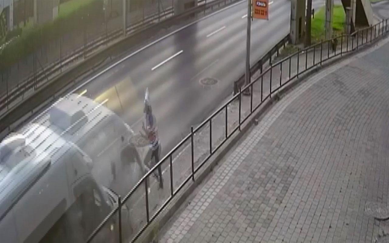 Bursa'da yol kenarında servis bekleyen işçi ölümden saniyelerle kurtuldu