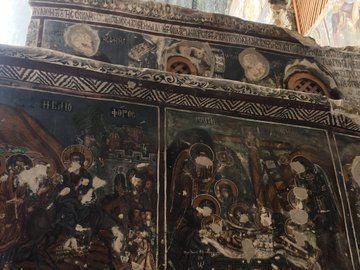 Tarihi rezalet! Trabzon'daki Sümela Manastırı'nda fresklerin suratları parçalandı