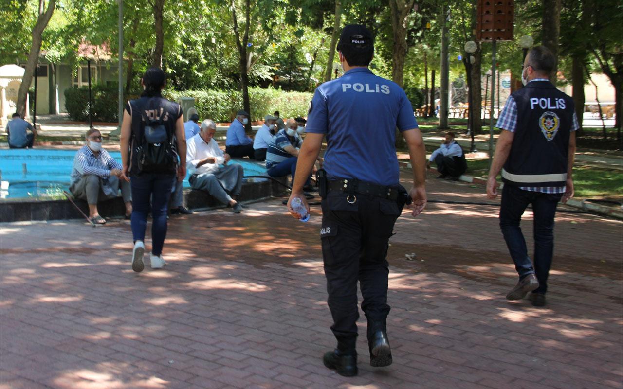 Adıyaman'da polisi gören maskesini taktı