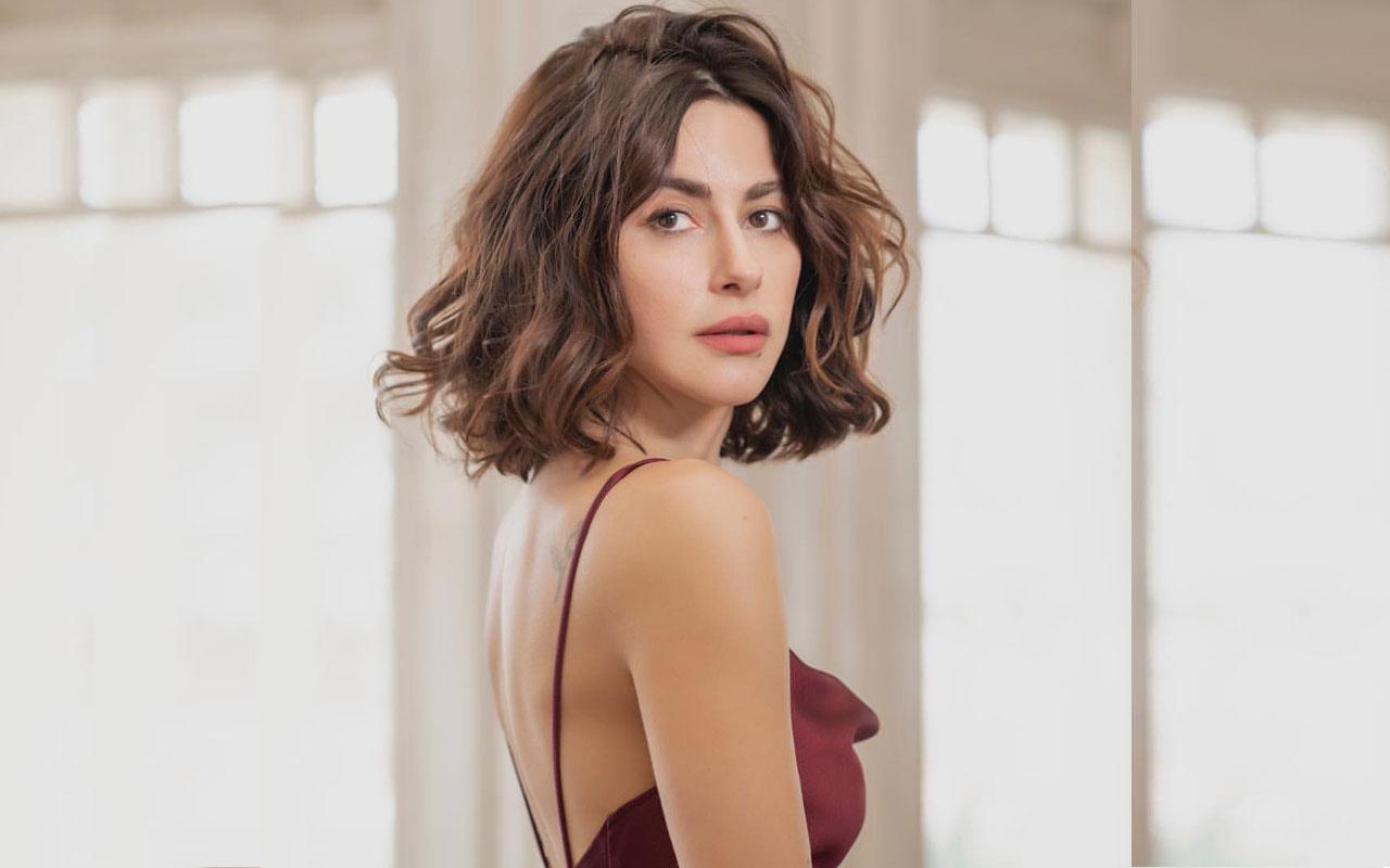 Yasak Elma yıldızı Nesrin Cavadzade öpüşme pozu verdi açıklaması şoke etti