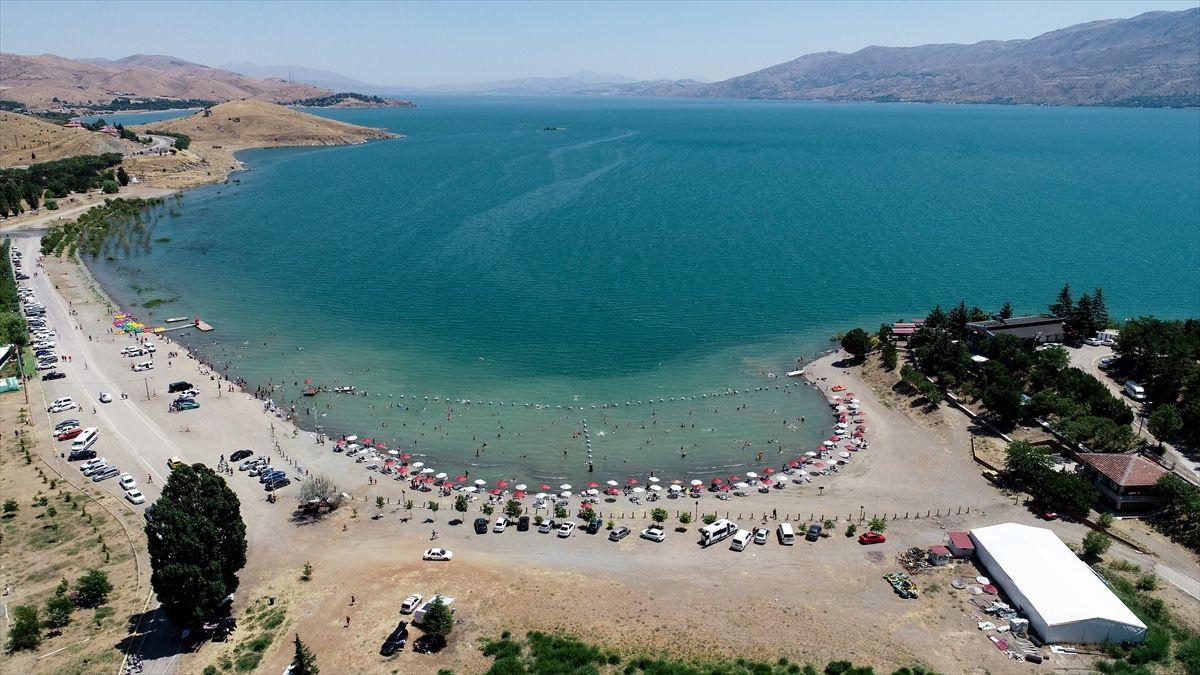 Türkiye'nin gizli denizi! Elazığ'daki Hazar Gölü göreni şaşırtıyor